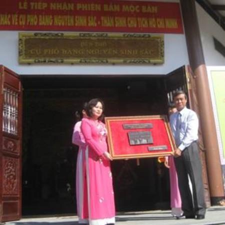 Tiếp nhận Phiên bản và ảnh Mộc bản khắc về Cụ Phó bảng Nguyễn Sinh Sắc