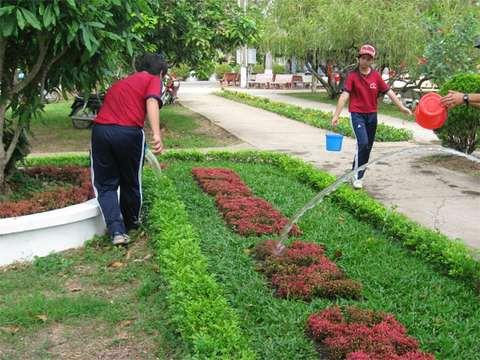 Học sinh trường PTCS Nguyễn Thị Lựu với việc chăm sóc Khu di tích Nguyễn Sinh Sắc