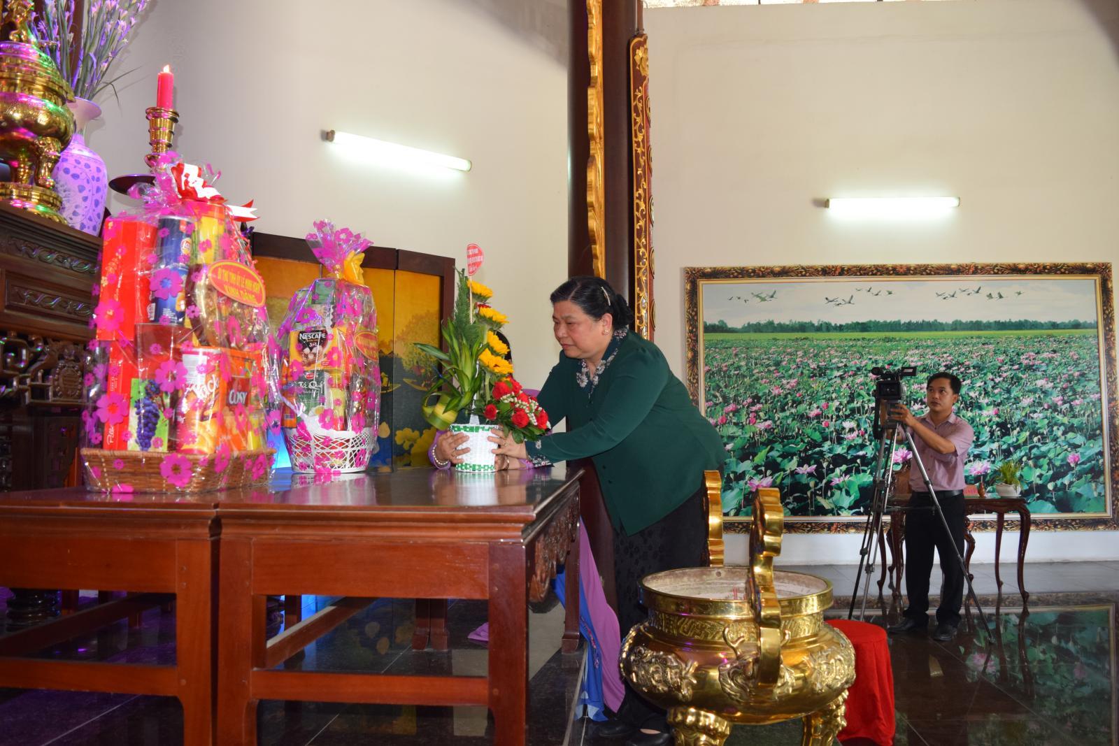 Phó Chủ tịch Quốc hội – Tòng Thị Phóng viếng Khu di tích Nguyễn Sinh Sắc