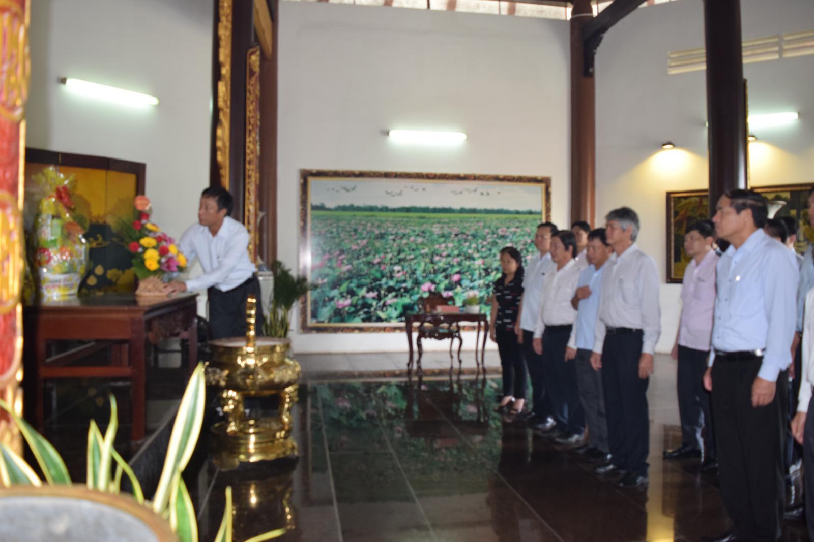 Đoàn công tác tỉnh Tuyên Quang viếng Cụ phó bảng Nguyễn Sinh Sắc