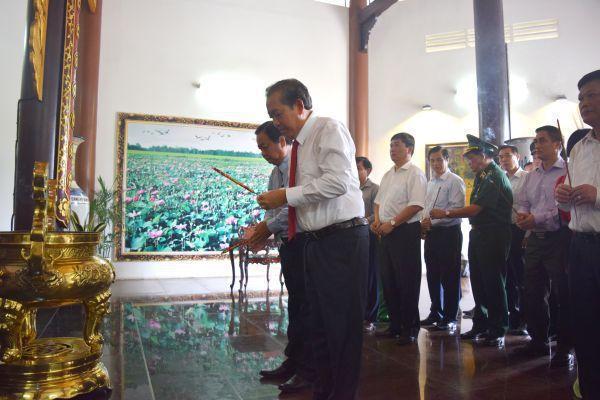 Phó Thủ tướng Thường trực Chính phủ - Trương Hoà Bình  viếng Khu di tích Nguyễn Sinh Sắc