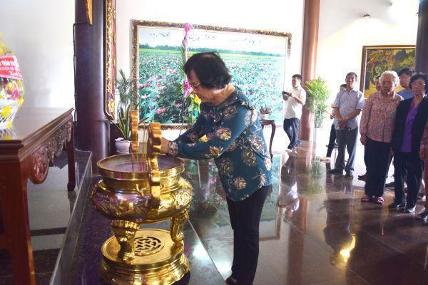 Nguyên Bộ trưởng Bộ Y tế Trần Thị Trung Chiến viếng Khu di tích Nguyễn Sinh Sắc
