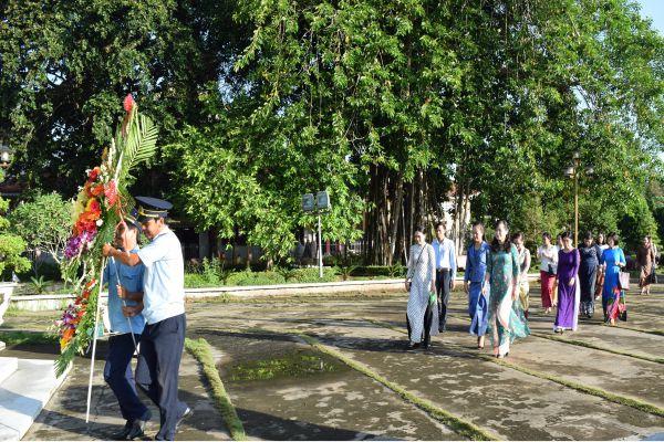 Đoàn công tác tỉnh Preyveng, Vương quốc Campuchia viếng mộ cụ Phó bảng Nguyễn Sinh Sắc