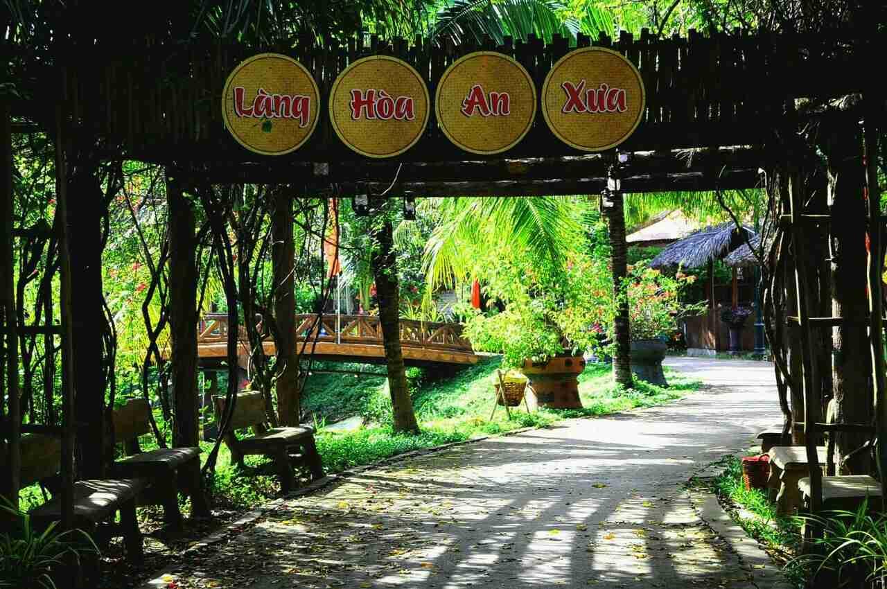 Dịch vụ Nhà lưu trú Làng Hòa An xưa tại Khu di tích Nguyễn Sinh Sắc