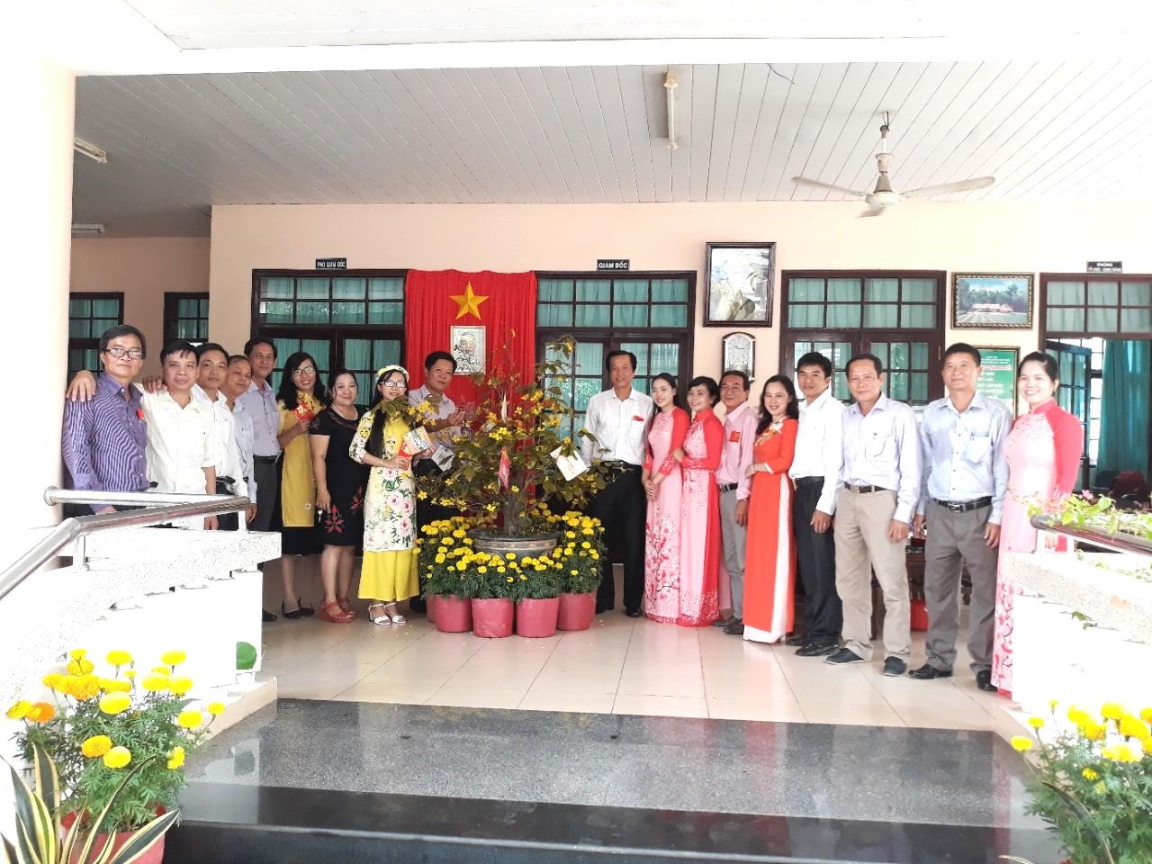 Lãnh đạo Sở Văn hóa, Thể thao và Du lịch Đồng Tháp  thăm và chúc Tết CCVC Khu di tích Nguyễn Sinh Sắc